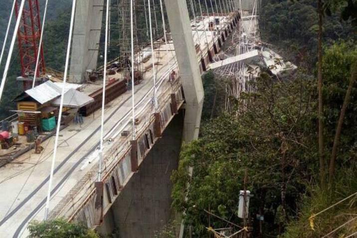 Puente desplomado en la doble calzada Bogotá- Villavicencio